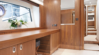 75' UNIQ Sunseeker Flybridge Yacht