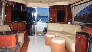 52' UNIQ Sea Ray Yacht